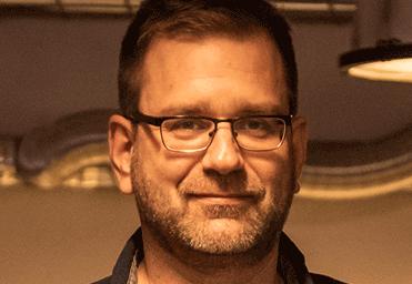 Porträtfoto Peter Zechmeister dunkelhell